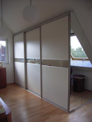 Begehbarer kleiderschrank im schlafzimmer integrieren  Schlafzimmer klein begehbarer kleiderschrank ~ Übersicht Traum ...