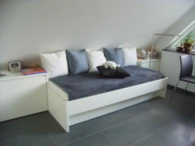 jugendzimmer mit schrugen. Black Bedroom Furniture Sets. Home Design Ideas