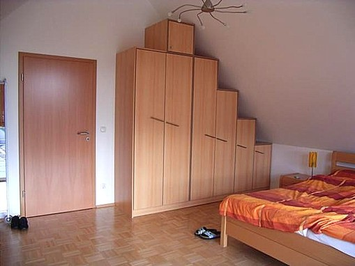 begehbarer kleiderschrank unter dachschrge kleiderschrank. Black Bedroom Furniture Sets. Home Design Ideas